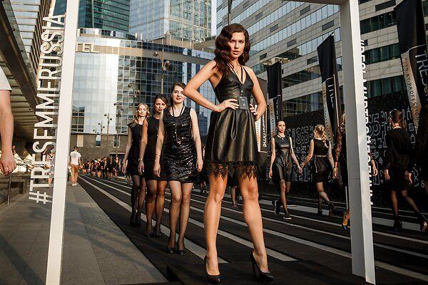 Мировой рекорд: в Москве модели прошли по самому длинному подиуму в истории моды