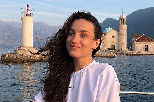 Виктория Дайнеко уехала в отпуск с родителями