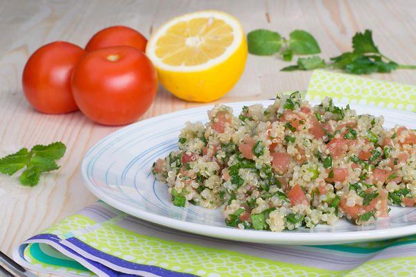 Теплый салат с киноа, помидорами и ветчиной от актрисы Ксении Тепловой