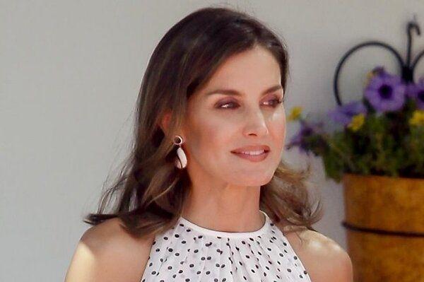 Образ дня: королева Летиция в Carolina Herrera