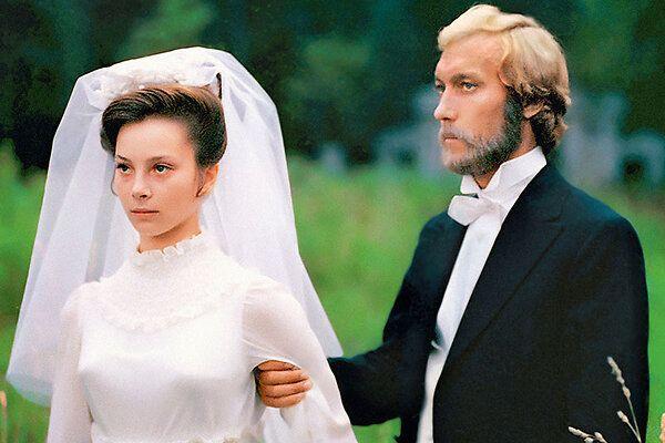 Жена Олега Янковского заложила обручальное кольцо в ломбард