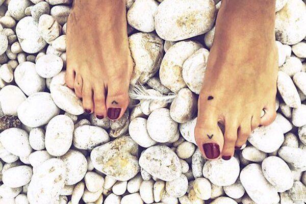Insta-вдохновение: крошечные, но дерзкие тату на пальцах ног