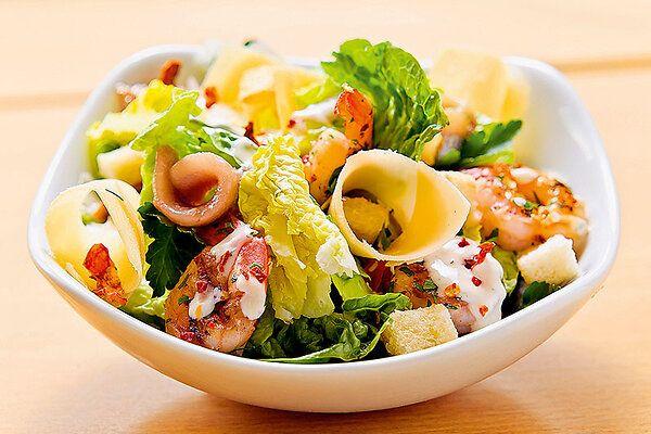 Рецепты от Юлии Михалковой: салат с морепродуктами, овощной суп с гречкой итворожные «розочки»