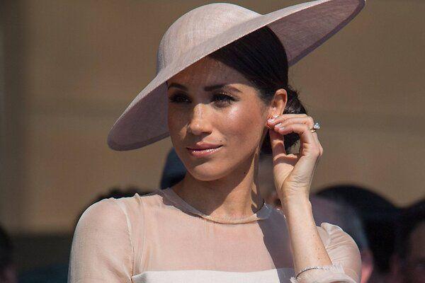 Королева придумала наказание для отца Меган Маркл