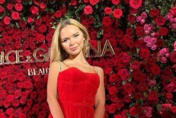 Образ дня: Стефания Маликова в Dior