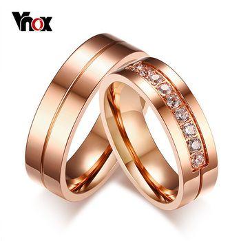 Vnox Trendy Alianças de Casamento Anéis para Mulheres/Homens Amor Rose Gold-cor de Aço Inoxidável CZ Promessa Jóias Personalizado aliança