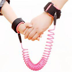 Niños Anti Lost Wristband 360 grados girando bebé arnés de seguridad Correa Leash mano banda niños