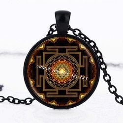 SUTEYI Fashion Buddhistischen Sri Yantra Anhänger Halskette Heiligen Geometrie Kristall Cabochon Anhänger Sri Yantra Hohe Qualität Schmuck