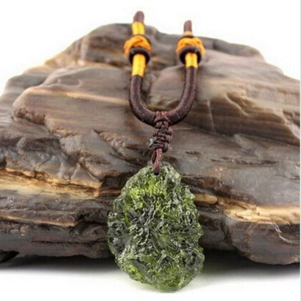 Offre spéciale A + + naturel Moldavite vert aerolites cristal pierre pendentif énergie apotropaic4g-6g/lot + gratuit corde Unique collier