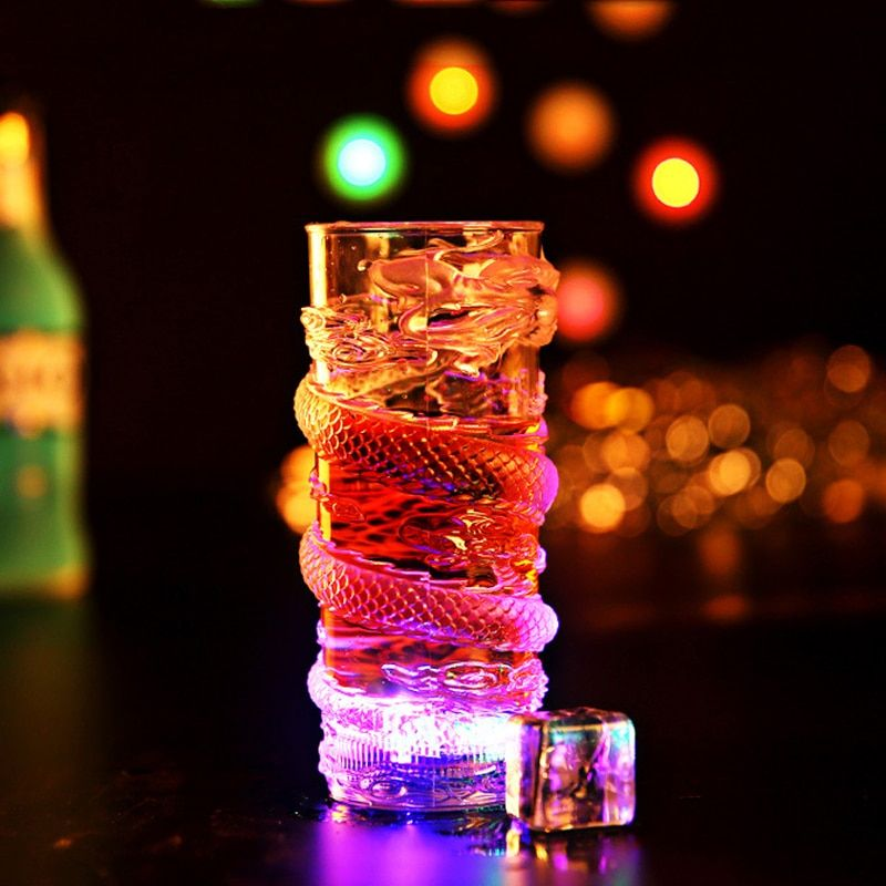 Creative Coloré LED Lumière Tasse de Fête Party Supplies Événement Flash Tasse Glow Verrerie Dragon Décoration Lumineux Tasse Bar Clubs