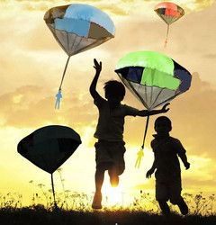 2018 New Mini Hand Throwing Parachute Toys Kids Outdoor Toy Play Game For Sports Children's Educational juguete brinquedo