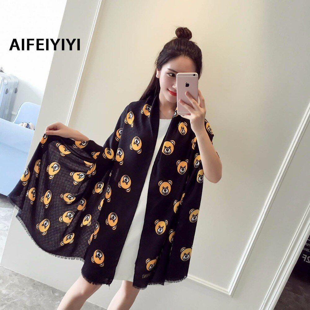 2018 Autumn scarf Ms. Autumn and winter printing Bear cartoon Beach towel Seaside Vacation Sunscreen towel
