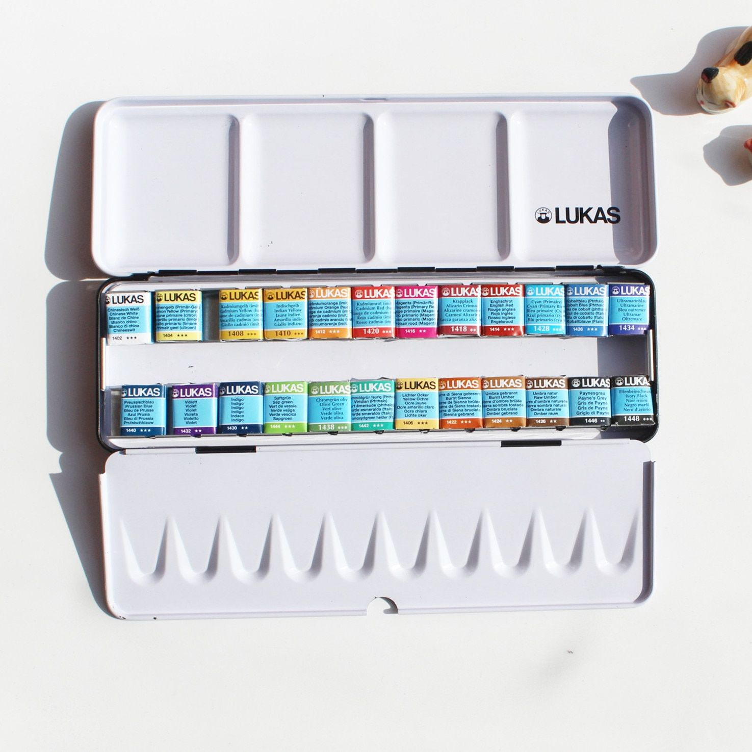 Free shipping New product LUKAS 24 color senior soid watercolor paint iron box suit