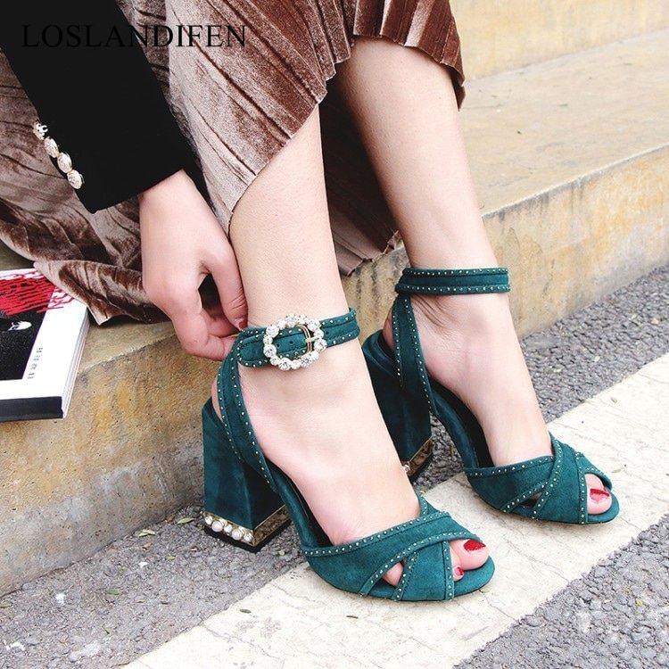 2018 New fashion designer shoes women summer pearl sandals peep toe chunky heel temperament crystal high heels catwalk shoes