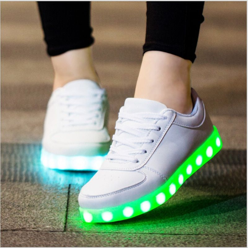 Luminous Sneakers Casual Shoes Glowing Sneakers Big Kids Children Boys Girls LED Shoes with Light Up Sole Basket LED Slippers
