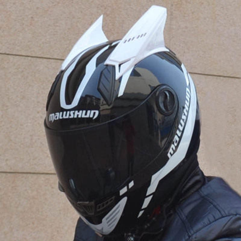 New design MALUSHUN motorcycle helmet with horns 4 color lens for option full face automobile race helmet Casco moto