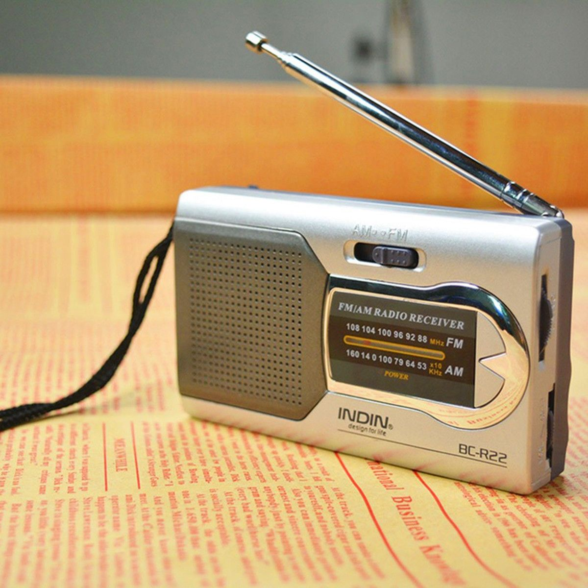 2018 Apleok BC-R22 Portable AM FM Radio Receiver Built in Speaker with Standard Earphones Jack Mini Radio