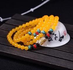 Le naturel rouge agate perles se composent de 108 perles. nom clan vent bracelet.