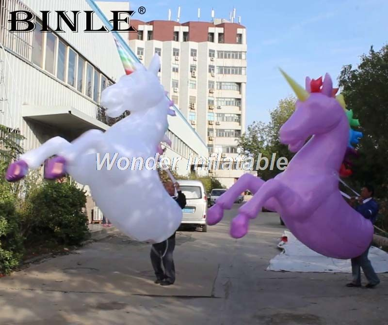Best selling white giant animal replicas walking LED inflatable horse costume with horns unicorn costume for city parade