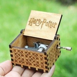 18 estilo antiguo tallado caja de música Harry Potter Star Wars Juego de tronos La Land Davy Jones música tema un regalo de cumpleaños