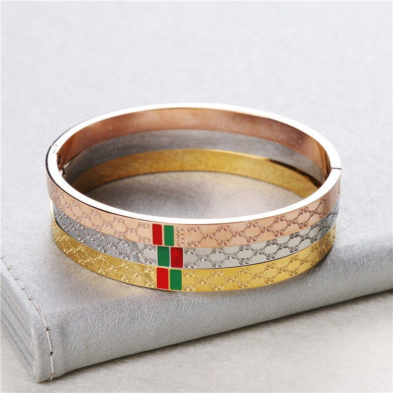 Fashion jewelry bracelet, Titanium steel round bracelet, Titanium steel accessories.