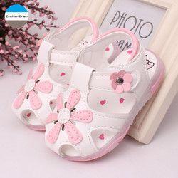 2018 luz LED zapatos 0-3 años niñas sandalias hermosa flor brillante niños zapatos recién nacido suave zapatos del niño