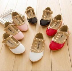 Nuevos niños de la manera señora Girls princesa zapatos PU cuero niño bebé bajo tacón niños mary jean remaches zapatillas