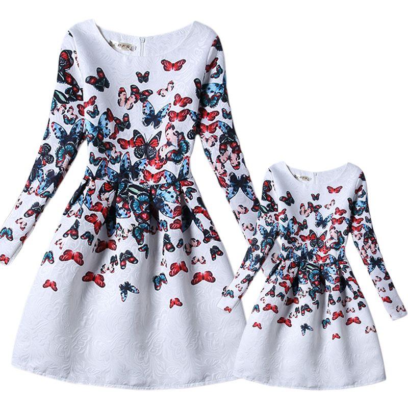Mère fille robe 2018 décontracté papillon imprimer blanc robes de fête à manches longues correspondant famille vêtements 6-8 T S-XL GD55