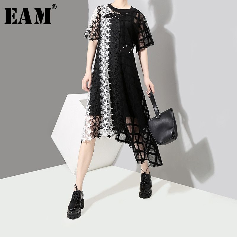 [EAM] 2018 New Summer Round Neck Short Sleeve Black Pattern Perspective Irregular Mesh Loose Ress Women Fashion Tide JF648