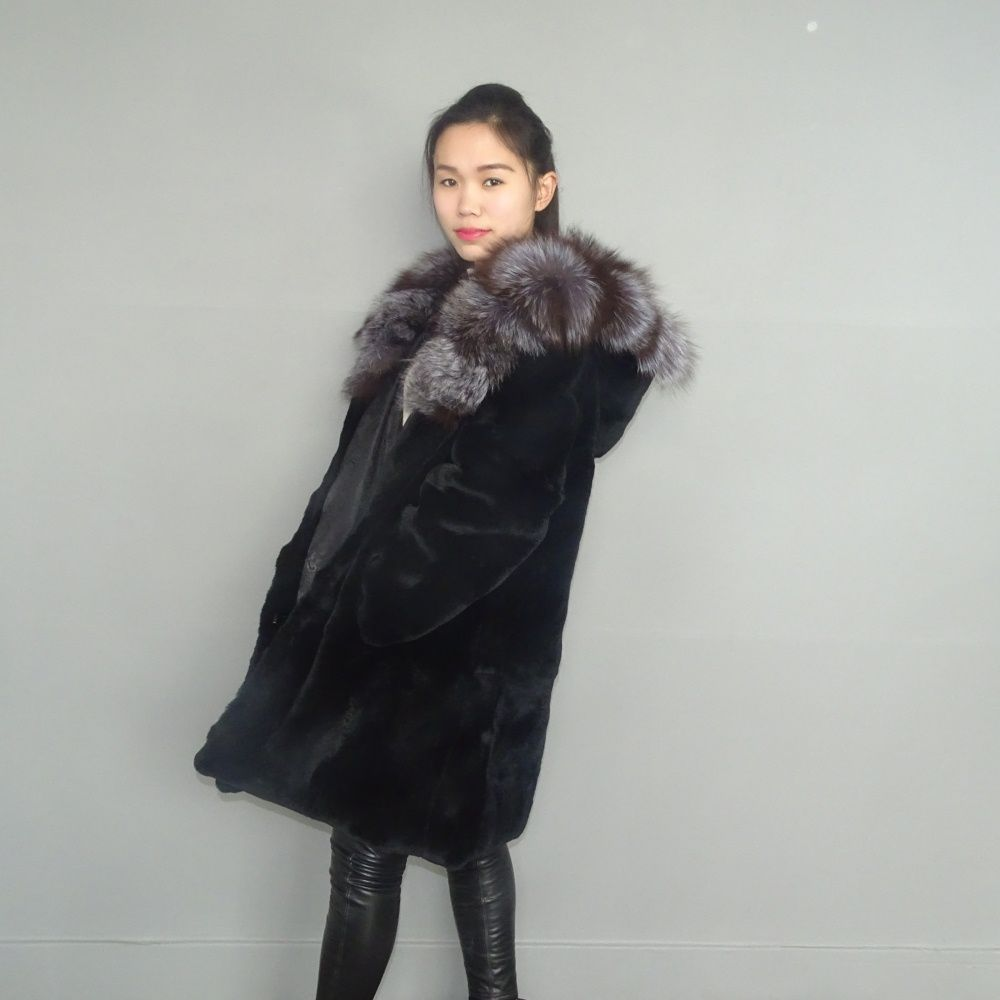 A woman's real fur A fox hat Lexus women Rex rabbit fur fur coat Long coat of natural fur coat