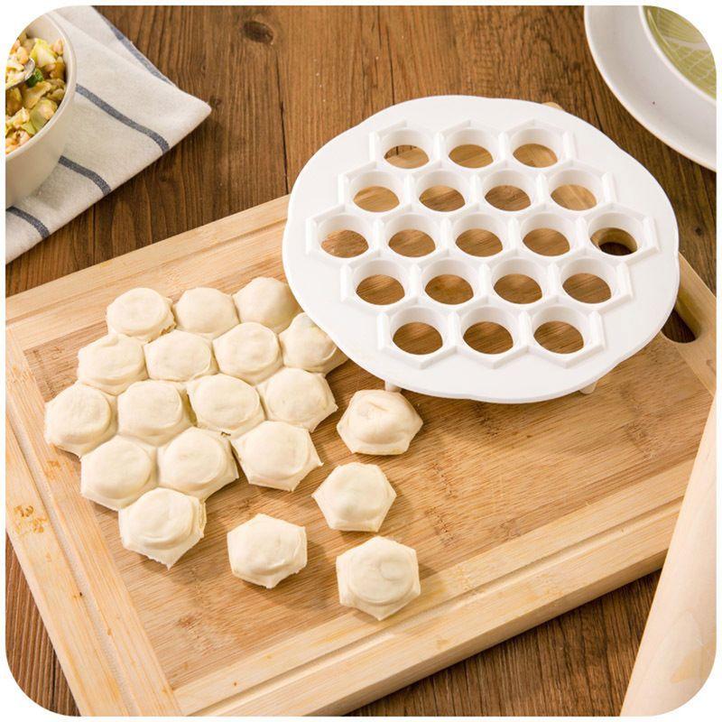 1 Stücke Küche Pastry Werkzeuge DIY Weiß Kunststoff Knödel Form Maker Teig-presse Dumpling 19 Löcher Knödel Maker Mold Werkzeuge 21x 2 cm