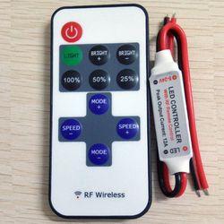 Livraison gratuite 12A 5 V-24 V LED RF Sans Fil Mini Gradateur À Distance Contrôleurs RF Sans Fil À Distance LED Contrôleur