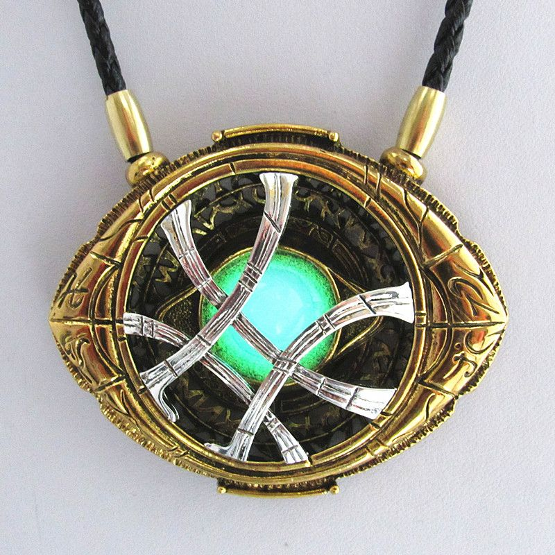 WANJIE SHIPIN 71mm * 58mm Cosplay Doctor colliers étranges cadeau de noël alliage Agamotto colliers lumineux