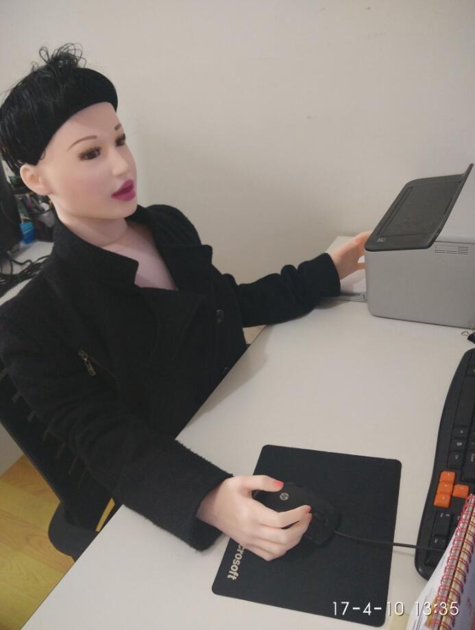 Eingebaute Schock Stehen oder Sitzen Stil Aufblasbare Nahtlose Lebensgröße Sex Dolls Silikon und Kunststoff Geschlechtsprodukte Männer Sex Spielzeug