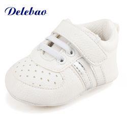 Delebao slip-on Zapatos de bebé suave invierno caliente bebé recién nacido Zapatos suaves del algodón niños infantiles Primeros pasos