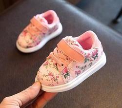 Zapatos de bebé lindos para las niñas suave mocasines zapatos 2018 primavera negro flor niña zapatillas Niño Zapatos recién nacidos primeros walker