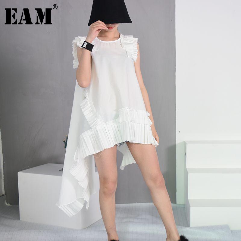 [EAM] 2018 Summer Fashion New Sleeveless White Irregular Hemline Folds Burrs Loose Round Neck Dress Trend Women YC32400