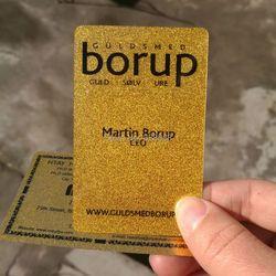 Haut de gamme Brillant Métallique d'or en plastique carte de visite impression personnalisée 100 cartes par conception
