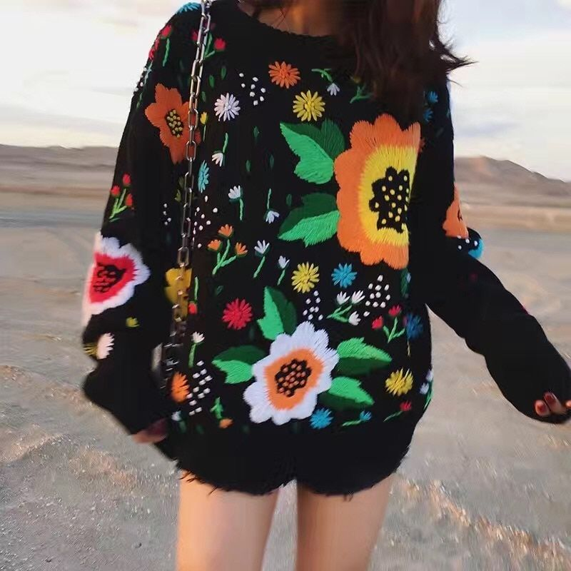 2017 Autumn and winter the new European and American retro tide licensing loose weaving flowers embroidery sweater