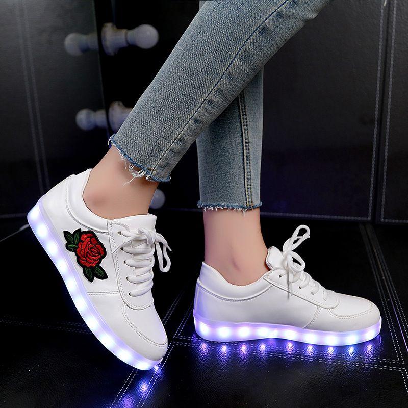 Модные корзина Обувь со светодиодной подсветкой Повседневное любителей Femme Детские кроссовки светящиеся Спортивная обувь с легкой подошво...
