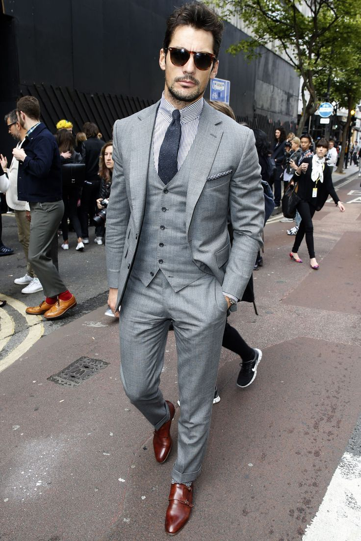New arrival Summer Style 100% wool classic light grey 2 button with notch lapel and ticket pocket 3 piece suit slim fit