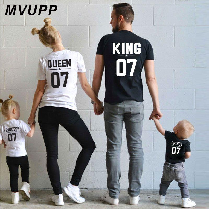 Look familial papa maman enfant tenues assorties maman et moi vêtements mère fille robes mode t-shits roi reine prince princesse