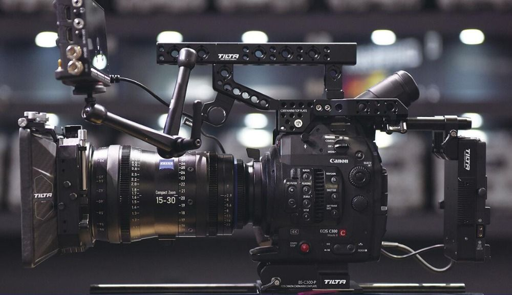 TILTA ES-T16 Tilta for Canon C300markII rig Top hand power supply system+SDI 1in/2out 15mm baseplate free shipping