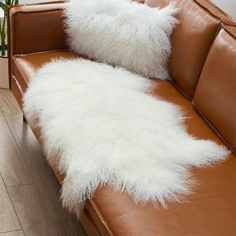 100% tapis en peau de mouton mogolien véritable en forme de peau de mouton, tapis de fourrure de mouton bouclé de couleur beige, coussin de fourrure de mouton de décoration