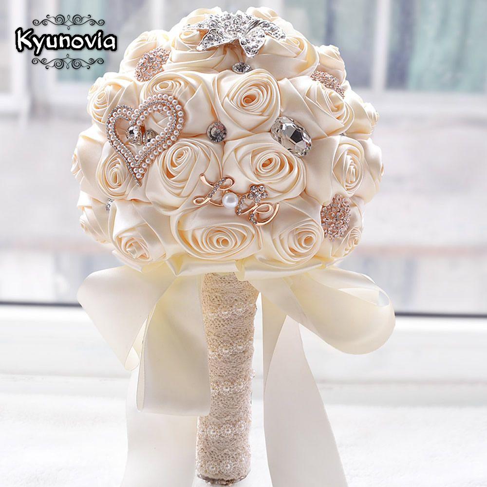 Kyunovia En stock Superbe fleurs De Mariage Blanc de Demoiselle D'honneur De Mariée Bouquets artificielle Rose Bouquet De Mariage FW139
