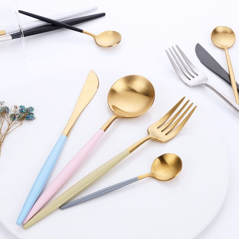 16 stücke Luxus Koreanische Geschirr Set Goldene Besteck Set 18/10 Edelstahl Frost Messer Gabeln Set Esslöffel Hochzeit Geschirr
