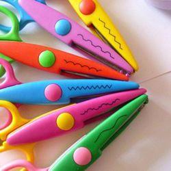 6 modèles Laciness Ciseaux En Métal et En Plastique DIY Scrapbooking Photo Couleurs Ciseaux Papier Dentelle Journal Décoration Pour Enfants Artisanat