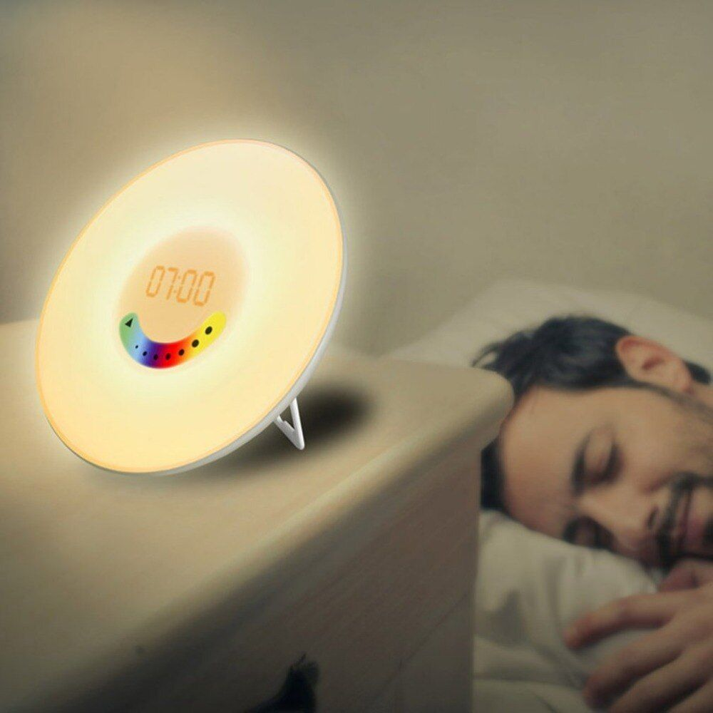 Kreative Design Wecker Bunte Schlafzimmer Wake Up Digital Wecker Neuheit RGB LED Sonnenaufgang Simulation Licht Lampe FM Radio