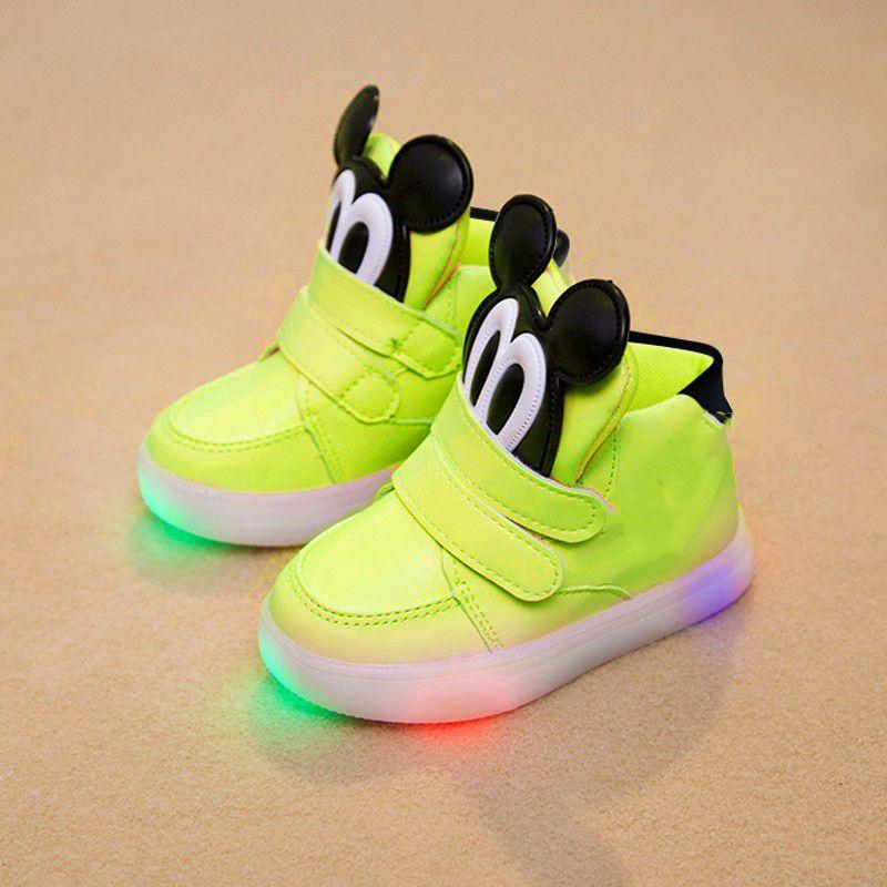 Nuevo 2017 European fashion LED iluminado bebé botas de los niños clásicos Lindos zapatos Frescos diseño Divertido glowing zapatillas zapatos de bebé