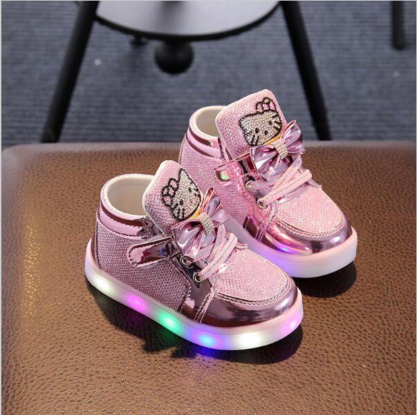 Nouveaux Enfants Chaussures Lumineuses Garçons Filles Chaussures De Sport Bébé Clignotant Lumières Baskets Mode Enfant En Bas Âge Enfant ONT MENÉ des Espadrilles
